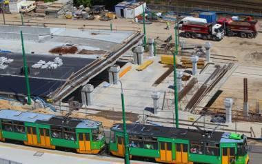 Rondo Kaponiera miało być gotowe na Euro 2012, ale wszystkie prace zakończyły się w 2016 roku. Inwestycję skontrolowała wówczas NIK, która złożyła zawiadomienie