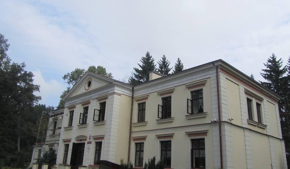 Film do artykułu: Promna. Remontują zabytkowy pałacyk, w którym działa szkoła