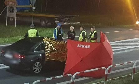 Do śmiertelnego wypadku doszło w nocy z soboty na niedzielę w Ostrzeszowie. Samochód marki Audi potrącił tam mężczyznę.Zobacz kolejne zdjęcie ---&am