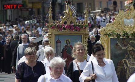 Boże Ciało, a właściwie Uroczystość Najświętszego Ciała i Krwi Chrystusa, to tzw. ruchome święto katolickie, przypadające 60 dni po Wielkanocy. Wierni