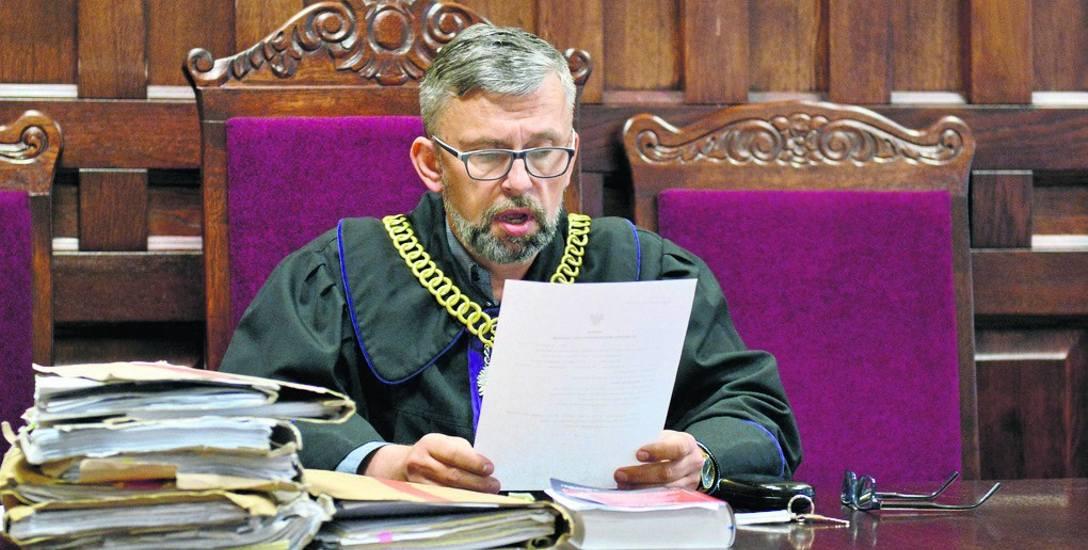 Sędzia Robert Rzeczkowski w Sądzie Okręgowym w Słupsku podczas ogłoszenia prawomocnego wyroku w sprawie Wojciecha G. Lekarz nie zawinił. Dobrze spełnił