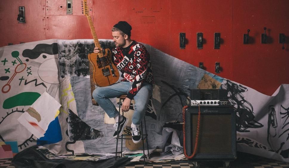 """Film do artykułu: Bartek Królik stoi za sukcesami artystów takich jak: Łąki Łan, Sistars, Chylińska, Zalewski, Kukulska. Singiel """"Raj"""" na początek [WYWIAD]"""