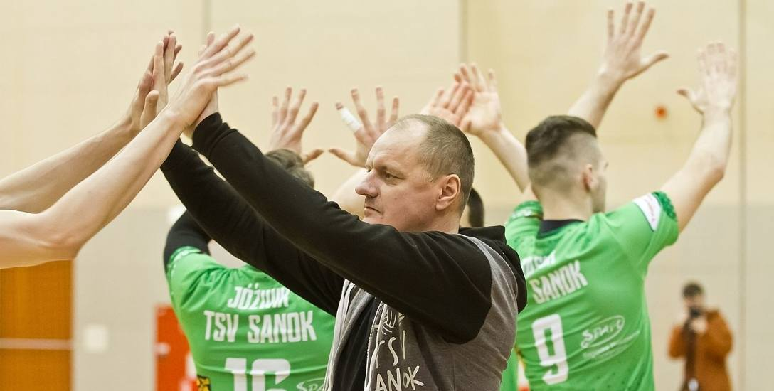 Krzysztof Frączek prowadzi drugi sezon zespół z Sanoka. Pierwszy TSV zakończył na piątym miejscu. Obecny pod tym względem wypada na razie gorzej.
