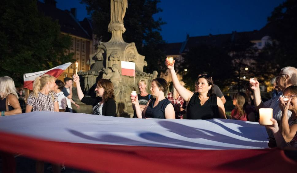 Film do artykułu: Kolejny protest pod opolskim sądem. Rekordowa liczba manifestujących przeciwko reformie sądów wg PiS