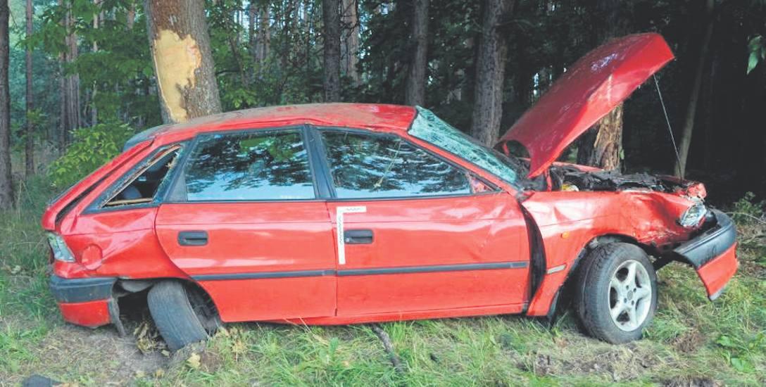 To zdjęcie z wypadku, do którego doszło 27 lipca 2016 roku w Łasi, na DK nr 61. Na prostym odcinku drogi kierujący oplem astrą nagle zjechał do rowu