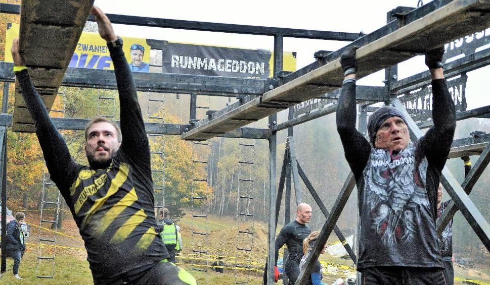 Film do artykułu: Runmageddon na Kocierzu. Zobacz, jakie przeszkody musieli pokonać jego uczestnicy [cz.I - ZDJĘCIA]