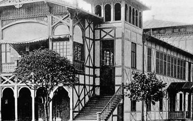 Okazały gmach teatru przy ul. Zdrojowej w Kołobrzegu po przebudowie na początku XX w. Miejsce to było jedną z prawdziwych świątyń miłośników kultury