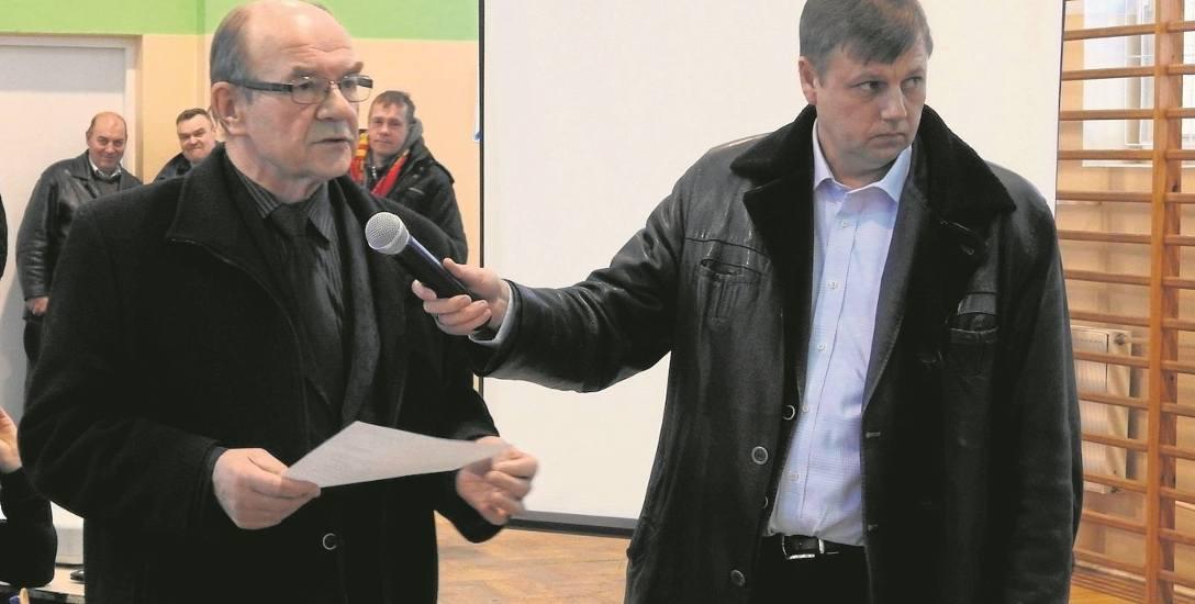 Kazimierz Łabieniec (z lewej) jest przekonany, że decyzja wójta Andrzeja Humiennego (z prawej) to tylko sprytny przedwyborczy wybieg.
