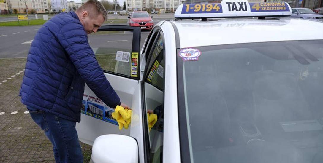 W pandemii z zawodu odszedł co piąty taksówkarz, ale dołączyli do niej też nowi kierowcy. Korporacje szczególnie na początku pandemii musiały przekonywać,