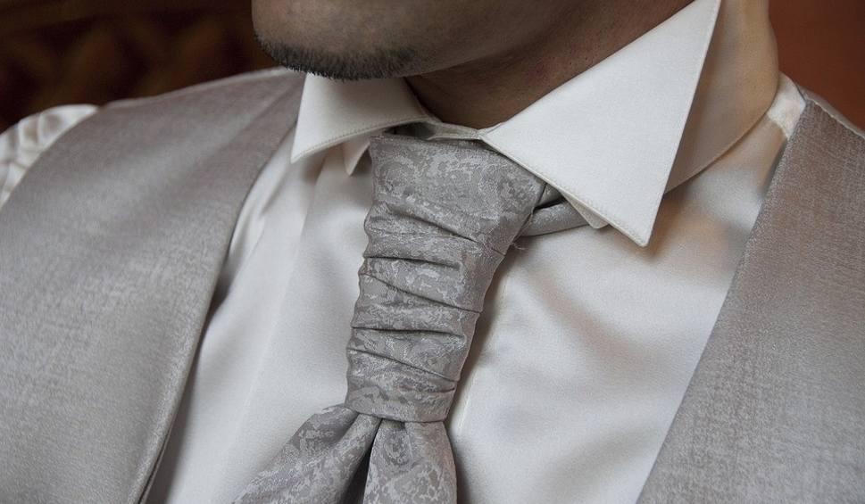 Film do artykułu: Jak zawiązać krawat krok po kroku. Instrukcja wiązania
