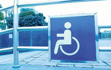 Kierowca zapomniał o niepełnosprawnej Martynie. Siedziała 6 godzin w aucie