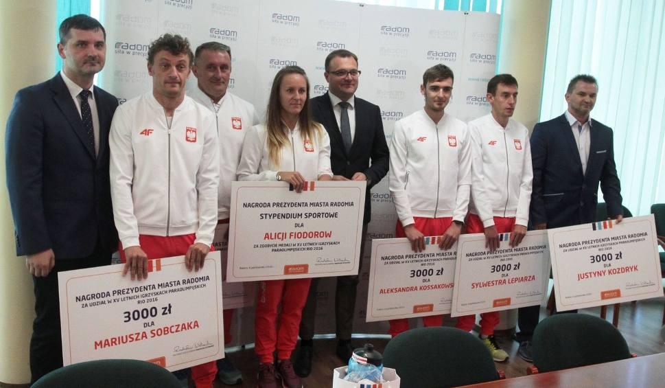 Film do artykułu: Paraolimpijczycy odebrali gratulacje i nagrody od Radosława Witkowskiego, prezydenta Radomia