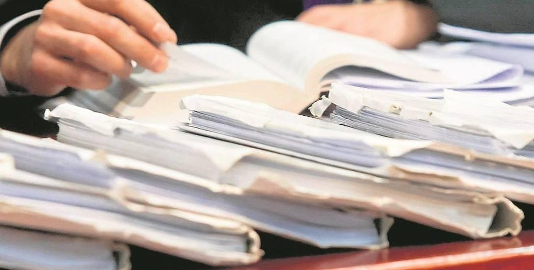 Radni nie pozwolili na obniżenie pensji koledze. Sąd: To naruszenie prawa