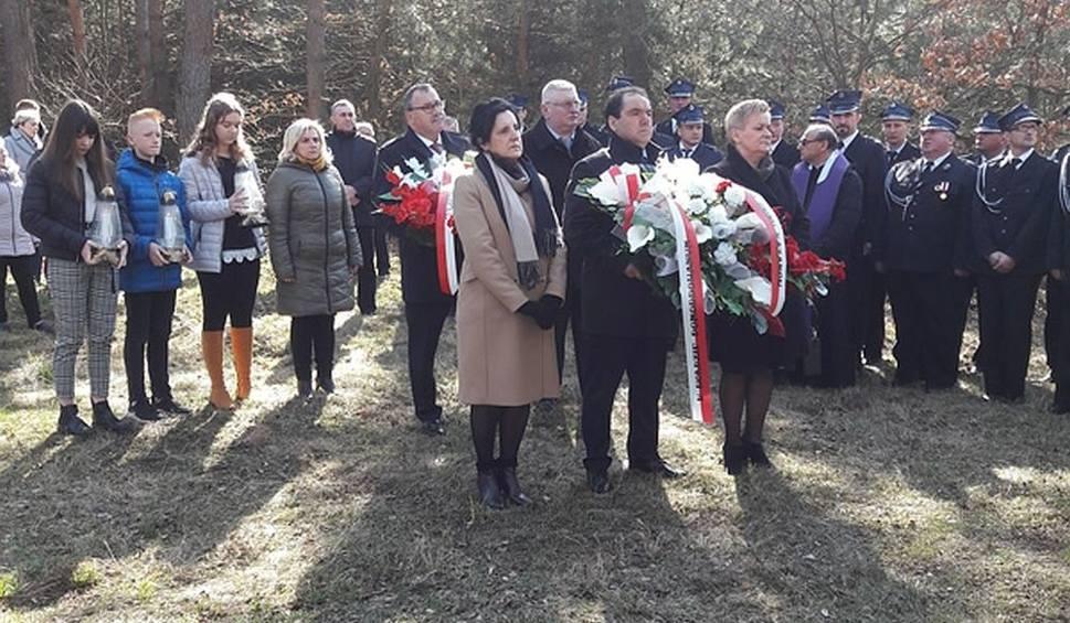 Film do artykułu: W Kazanowie obchodzono 77. rocznicę egzekucji mieszkańców tych okolic. Pamięć o niemieckiej zbrodni 18 marca z 1942 roku jest wciąż żywa