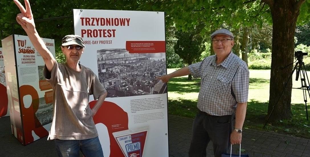 Duszniki Zdrój. Od lewej: Stanisław Wesołowski (uczestnik protestu) i Jan Zawadzki (wskazuje na zdjęciu swoje miejsce pracy).