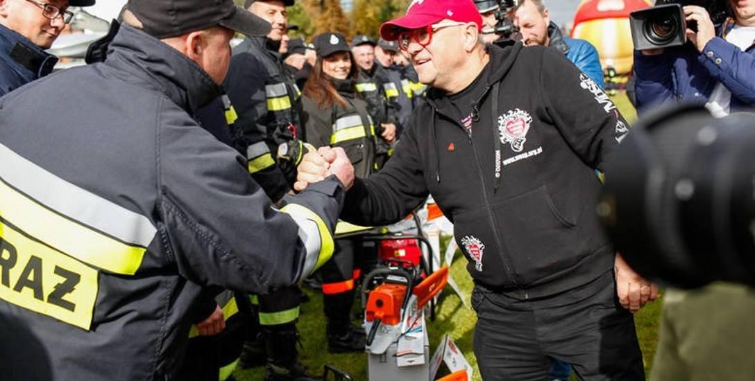 Strażacy nie kryli radości z otrzymanego sprzętu, który posłuży do ratowania ofiar wypadków drogowych