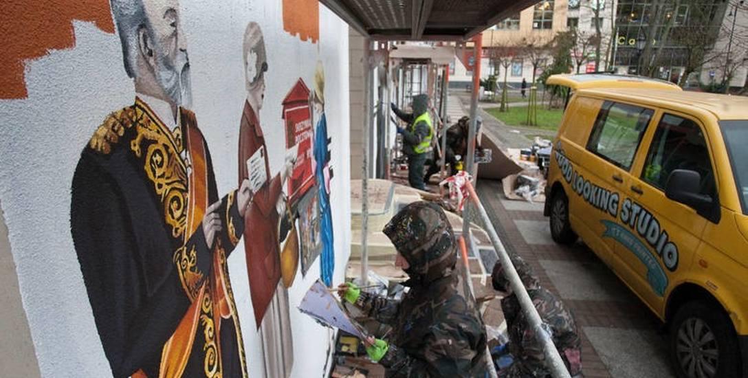 Radni nie zgodzili się na sześć nowych murali w centrum za 120 tys. zł. Najpierw chcą chodników.