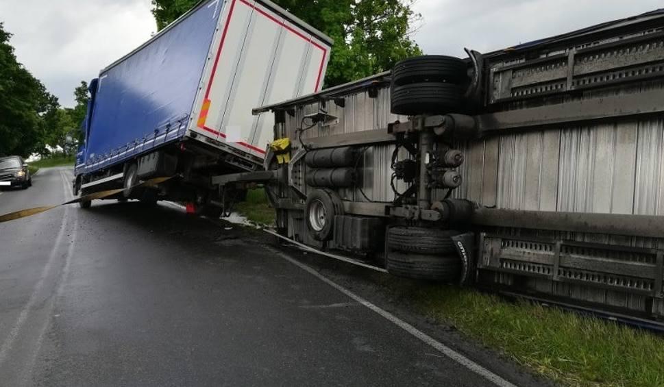 Film do artykułu: Ciężarówka wywróciła się na drodze Choszczno - Raduń