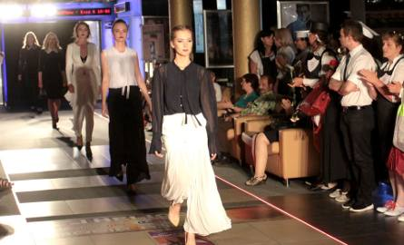 Jedną z atrakcji Kina Kobiet w Heliosie był pokaz mody. Modelki wystąpiły w strojach autorstwa radomskiej projektantki Marzeny Chełmińskiej.
