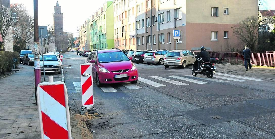 Po przebudowie ulica Krzywoustego ma mieć nową nawierzchnię jezdni, chodniki, a z jednej strony ścieżkę pieszo-rowerową