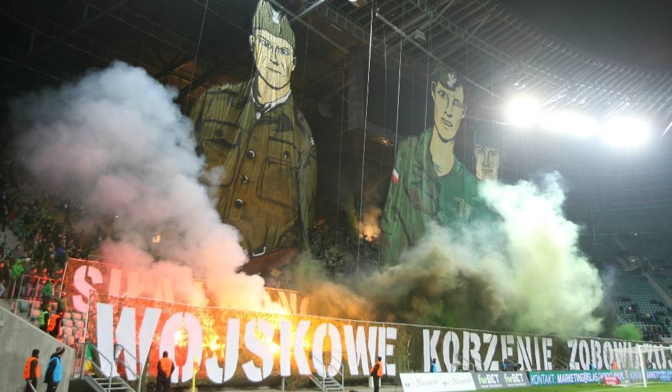 Film do artykułu: OPRAWA kibiców na meczu Śląsk - Zagłębie 1:0 [FILM, ZDJĘCIA]