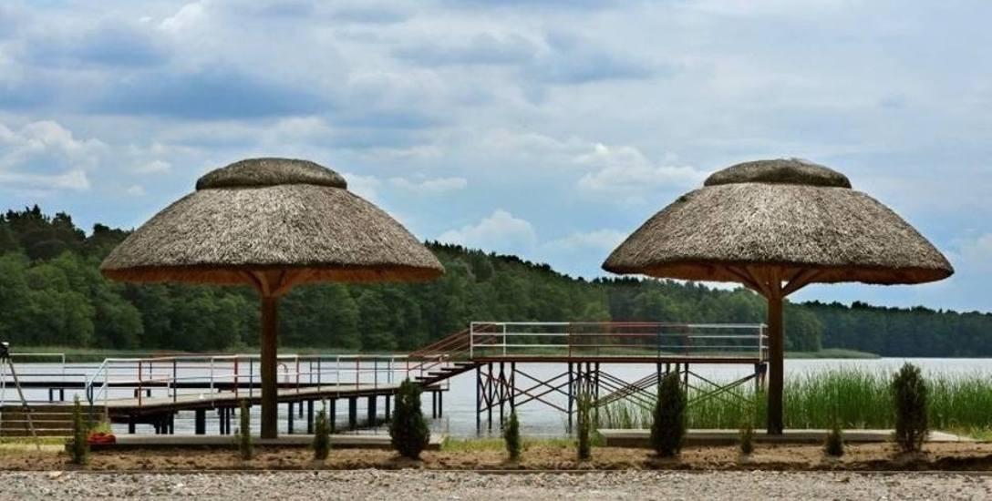 Jezioro Borek to urocze miejsce, a w okolicy są ciekawe miejsca do zobaczenia.