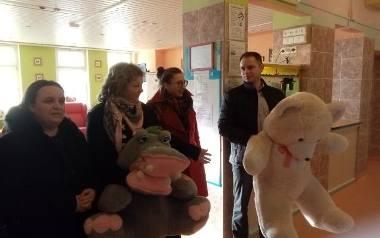 Duże misie z WOŚP w Koprzywnicy trafiły do małych pacjentów szpitala w Sandomierzu