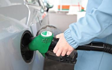 Uważasz, że złe paliwo uszkodziło silnik? Poniosłeś koszty naprawy? Złóż reklamację u właściciela stacji - radzi UOKiK.