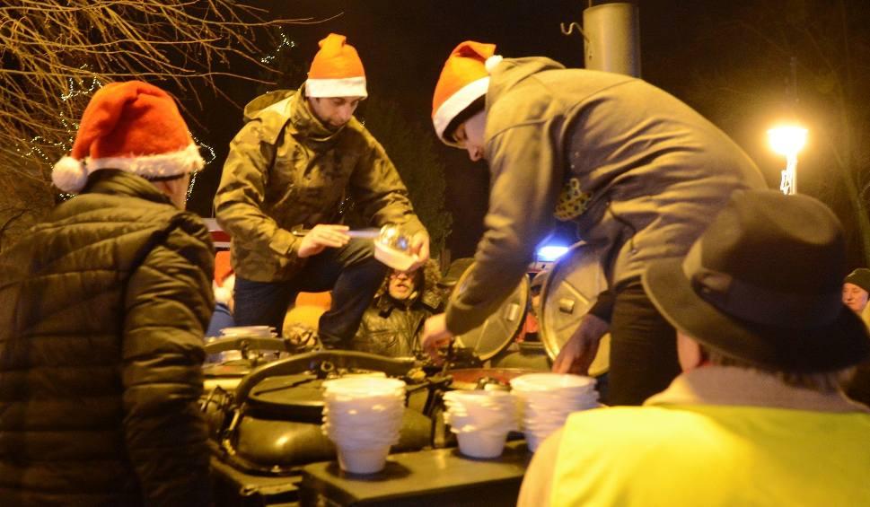 Film do artykułu: Wigilia na deptaku w Radomiu - życzenia dla wszystkich mieszkańców od prezydenta i biskupa