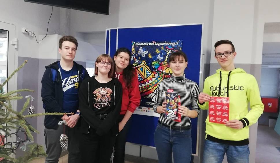 Film do artykułu: Uczniowie IX LO im. Tadeusza Nowakowskiego w Bydgoszczy zorganizowali koncert dla Wielkiej Orkiestry Świątecznej Pomocy