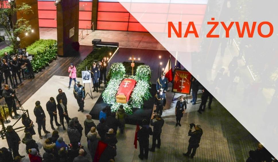 Film do artykułu: Pogrzeb prezydenta Gdańska, Pawła Adamowicza - mieszkańcy żegnają prezydenta w Europejskim Centrum Solidarności