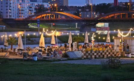 """""""Stara Odra"""" przy moście Trzebnickim jest przyjemnym miejscem. Bar organizuje zajęcia sportowe, kulturalne i animacje dla dzieci"""