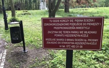 Takie tabliczki pojawiły się w parku, który odnowiono, ale nie do końca.