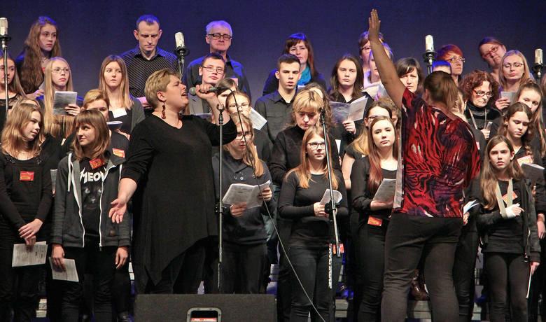 Dwudniowe warsztaty gospel w Grudziądzu zakończone wspólnym koncertem. Zajęcia prowadzili Agnieszka Górska Tomaszewska i pastor z Londynu David Dani