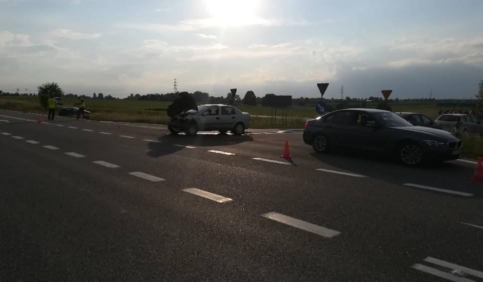 Film do artykułu: W Zawadzie zderzyły się dwa ople. W Ciszycy wypadek z udziałem motocykla. Niespokojne popołudnie na drogach powiatu opatowskiego