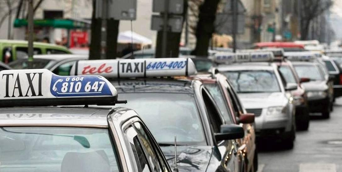 Mniej taksówek, więcej taksówkarzy. Przybyło za to zdających egzaminy dla taksówkarzy
