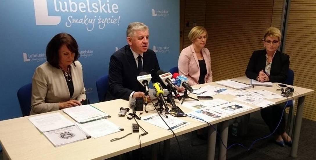 Marzec 2017. Sławomir Sosnowski, marszałek województwa, odpowiada publicznie na protokół CBA. - Góra urodziła mysz - mówiła Małgorzata Wrzołek (z lewej),