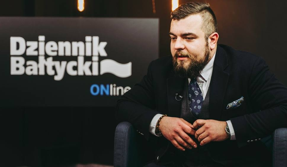 """Film do artykułu: Michał Urbaniak, poseł Konfederacji w programie """"Pod Ostrym Kątem"""". Zobaczcie wideo!"""