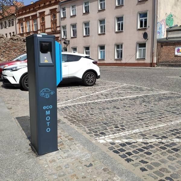 Kolejna stacja ładowania samochodów elektrycznych w Toruniu. Czy będzie ich więcej na ulicach?