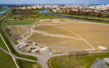 Trwa realizacja pierwszego etapu Parku 800-lecia Opola. Drugi etap, pomiędzy obecną budową a torami, ma być wykonany w późniejszym, bliżej nieokreślonym