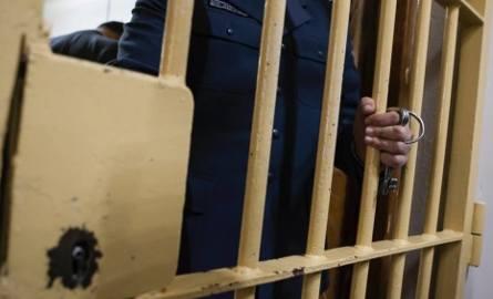 Usiłowanie zabójstwa w schronisku dla bezdomnych. Oskarżony pobił protezą współwięźnia