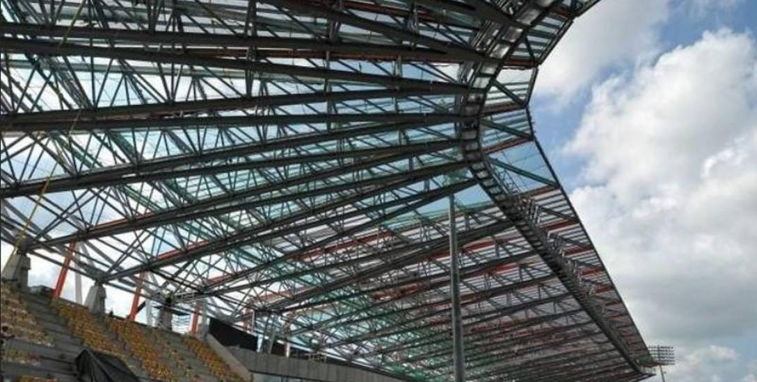 Budowa stadionu miejskiego przy ulicy Słonecznej rozpoczęła się w 2010 roku. Na jej zakończenie trzeba było czekać cztery lata. Koszt inwestycji przekroczył