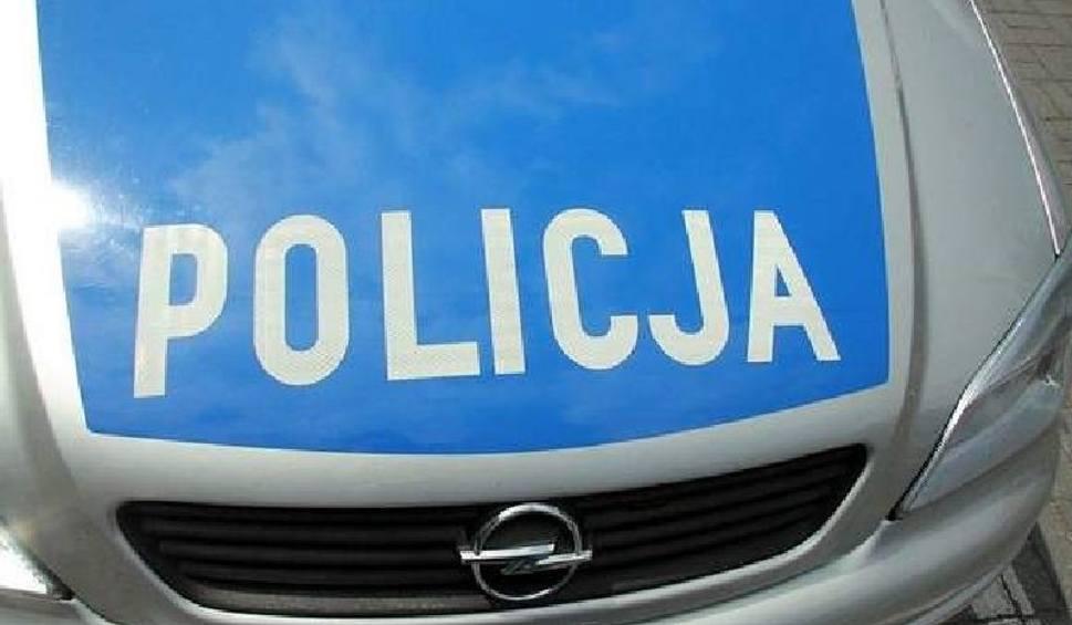 Film do artykułu: Kradzież na przystanku autobusowym w Stąporkowie. Łupem złodzieja padła torba