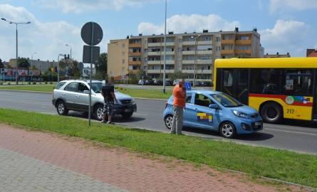 Jak ustalili policjanci z Włocławka, kierujący samochodem nauki jazdy marki kia 17-latek, zatrzymał się przed przejściem dla pieszych celem ustąpienia