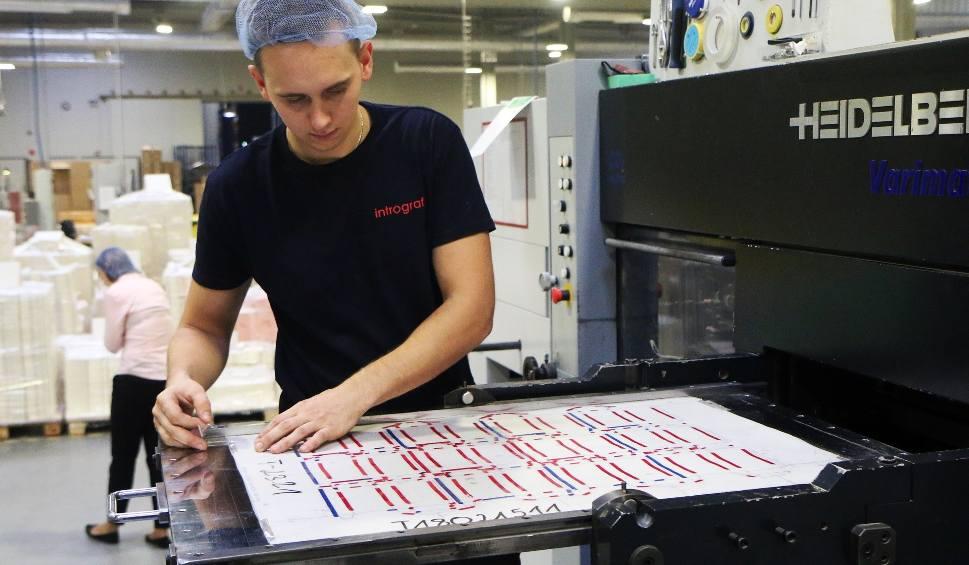 Film do artykułu: Intrograf Lublin świętuje 21-lecie. Zwiedzaliśmy nowoczesną fabrykę. Zobacz co produkuje (WIDEO, ZDJĘCIA)