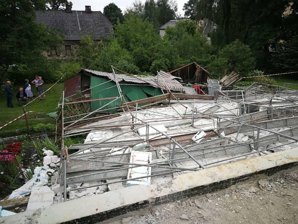 Runęła ściana hali sportowej w Skarżysku-Kamiennej! Było blisko tragedii! [ZDJĘCIA]