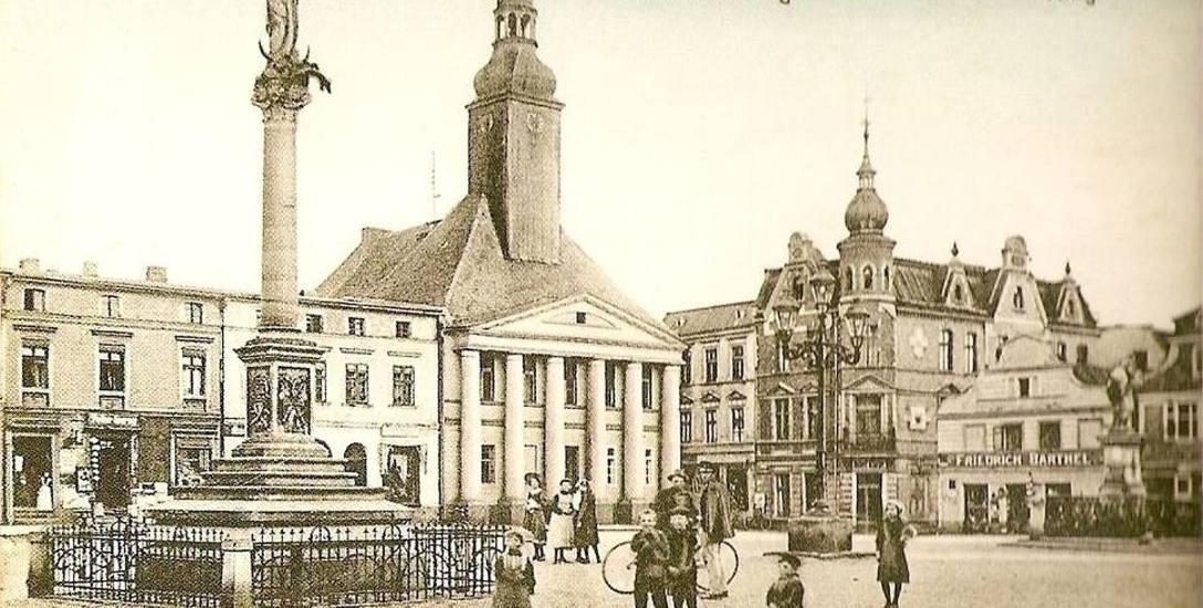 Maria Jakobina Hoffmann przed śmiercią na oleskim rynku przepraszała mieszkańców miasta za swe niecne postępki. Żywot zakończyła na szafocie