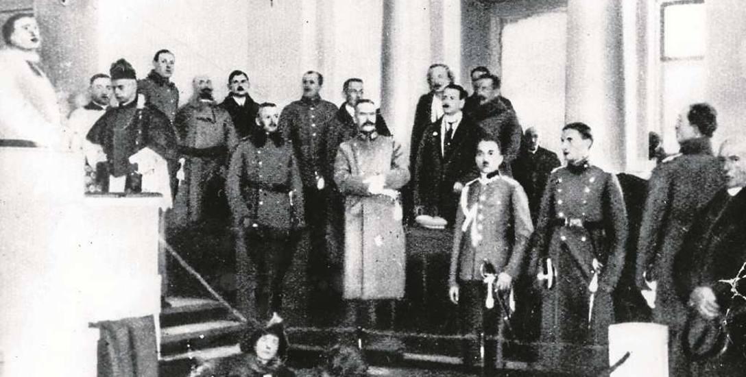 Otwarcie Sejmu Ustawodawczego w Warszawie. W środku Naczelnik Państwa Józef Piłsudski