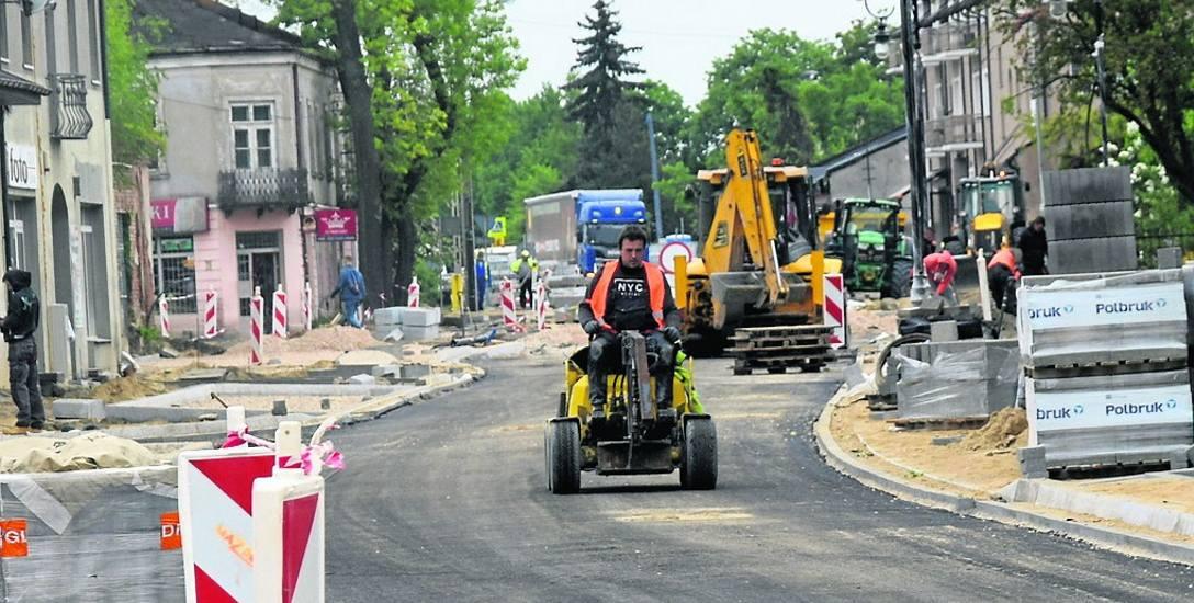Skierniewice ograniczają się do niezbędnych inwestycji. Na zdjęciu przebudowa ulicy Rawskiej