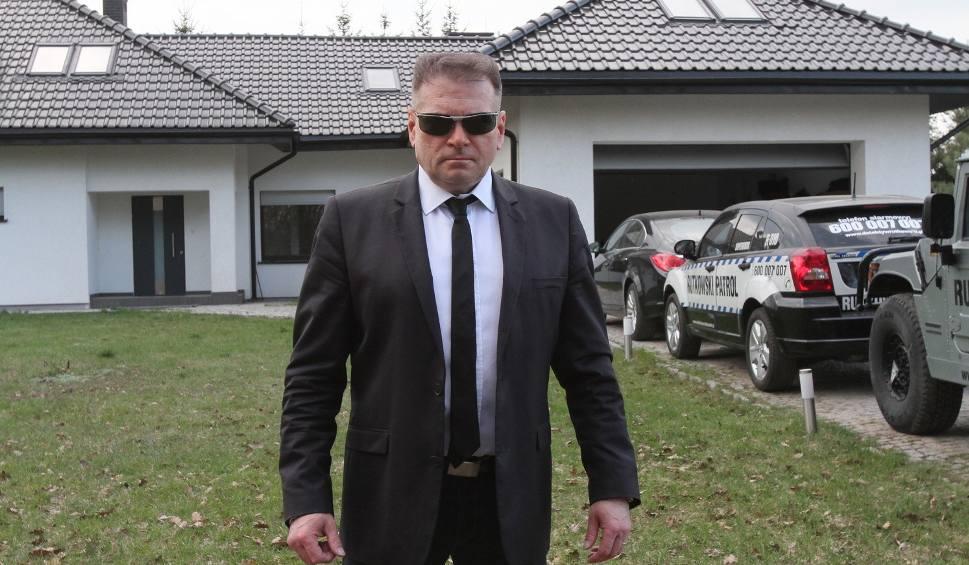 Film do artykułu: Krzysztof Rutkowski, jak mieszka łódzki detektyw? Dom detektywa Rutkowskiego! Rutkowski ma przy łóżku różaniec i rewolwer